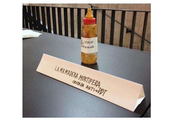 """""""La mamadera mortífera. """" Parte de la exposición """"Voy y Vuelvo"""". Obras públicas"""